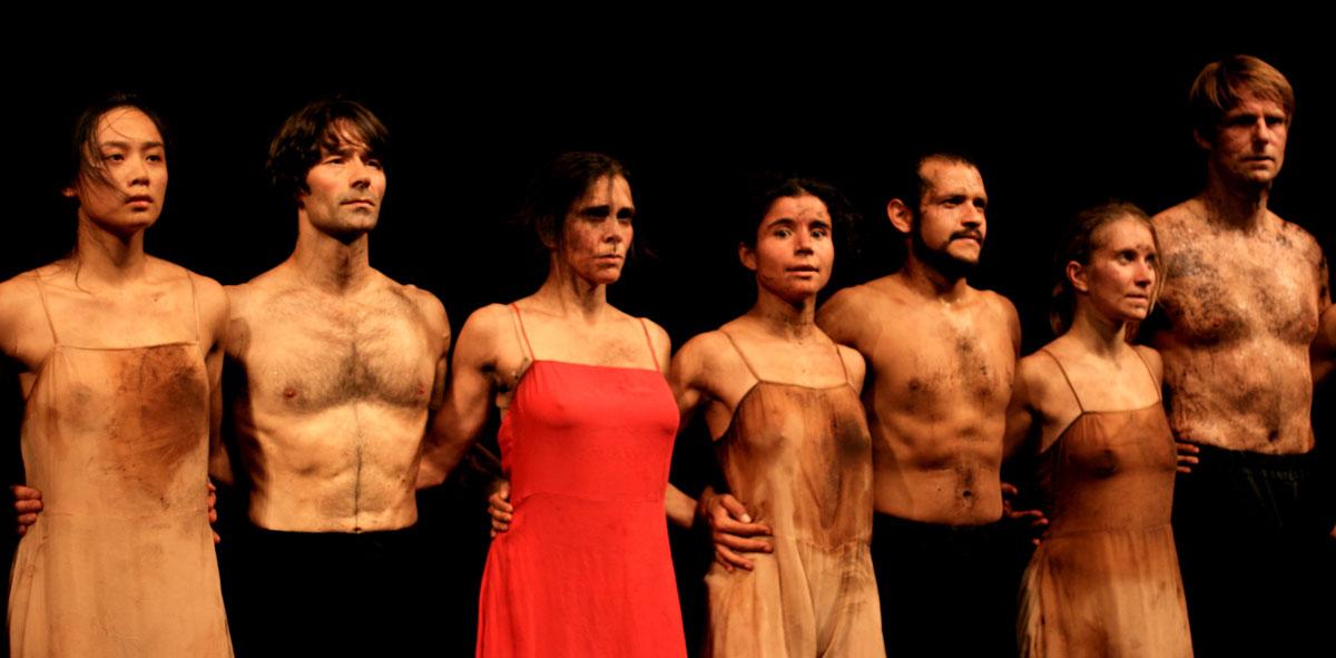 Le_Sacre_du_Printemps_(Pina_Bausch_Tanztheater,_Wuppertal)